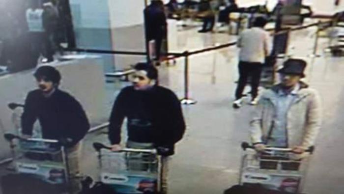 Bruxelles: probabili attentatori all'aeroporto